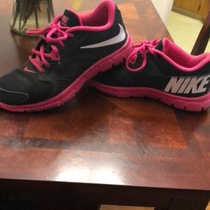 Size 6y Nike tennis shoes